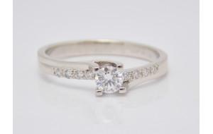 Prsteň s diamantmi z bieleho zlata Romance