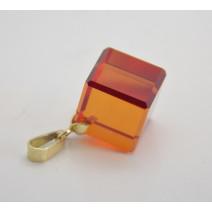 Prívesok so syntetickým kameňom Orange cube
