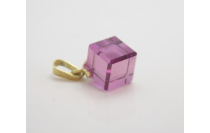 Prívesok so syntetickým kameňom Pink cube